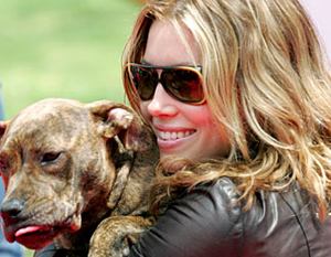 Jessica Biel And Tina - The Pit Bull